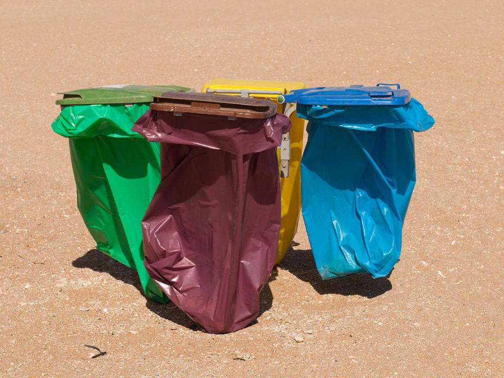 Cestini dei rifiuti in spiaggia